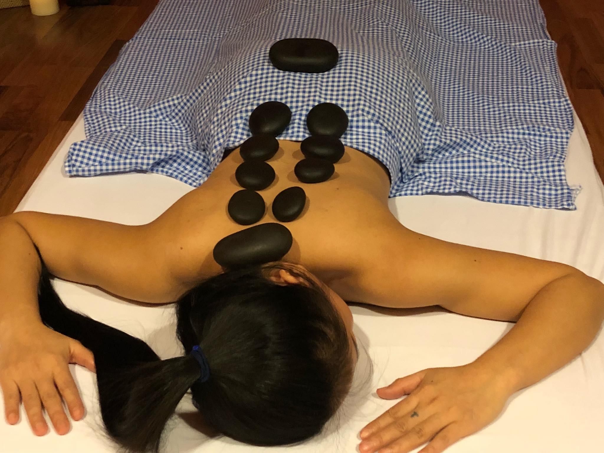 Hot-Stone Massage ( heisse Steine )